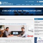 Dois homens a olhar para a fotografia com um desktop atrás com o logotipo da TeraStudio